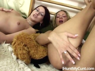 Hot teen lesbians masturbates together czech ihuntmycunt slovak