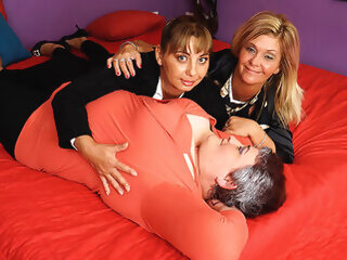 Three Horny Mature Ladies Going Full Lesbian - MatureNL big ass big tits cunnilingus