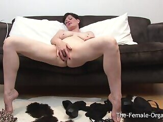 Mature MILF with Big Pussy Lips Has Two Pulsing Orgasms hd